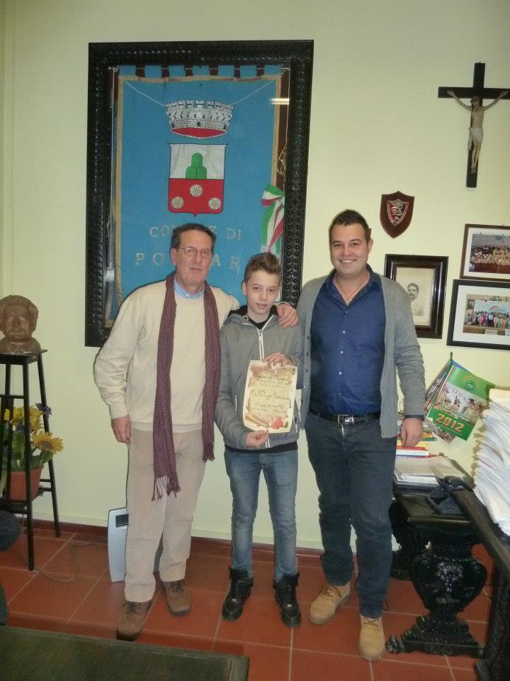 Il sindaco e l'assessore premiano Sansoni Filippo